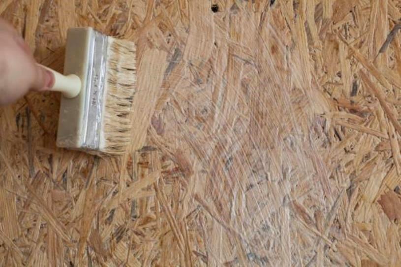 Для окрашивания требуется идеально сухая поверхность.