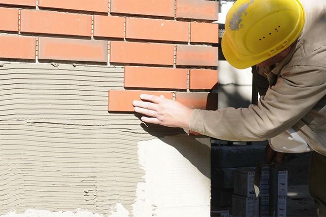 Облицовка фасада с помощью искусственного камня