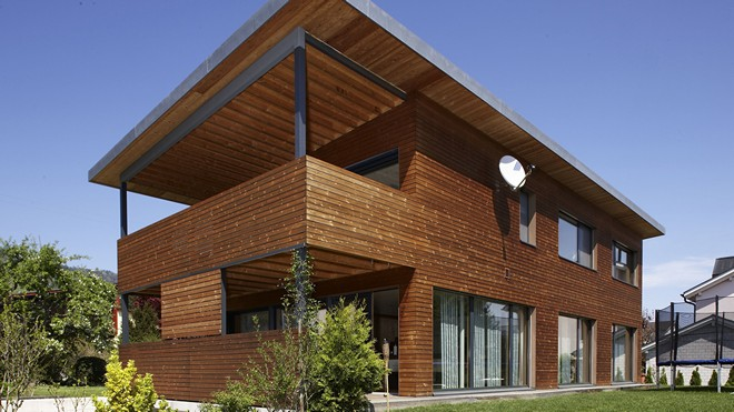Фасад здания из дерева