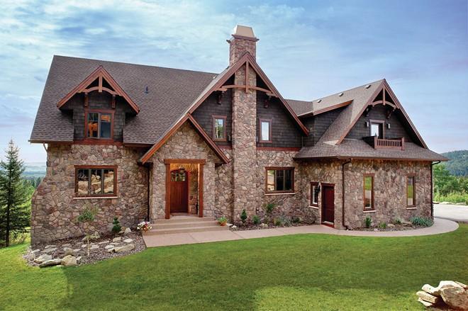 Дом отделанный камнем