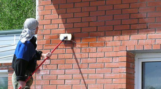 очищение кирпичного фасада