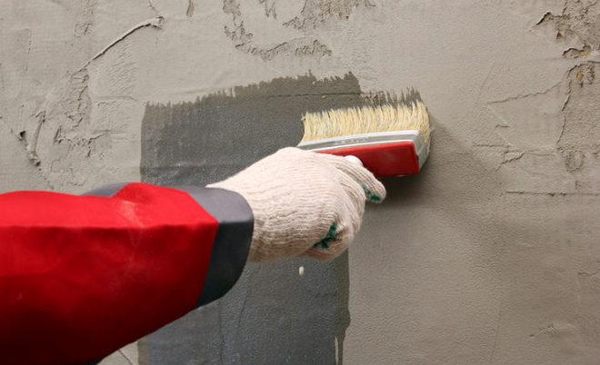 обработка стен перед нанесение жидкой пробки