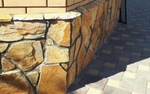 отделка цоколя натуральным камнем