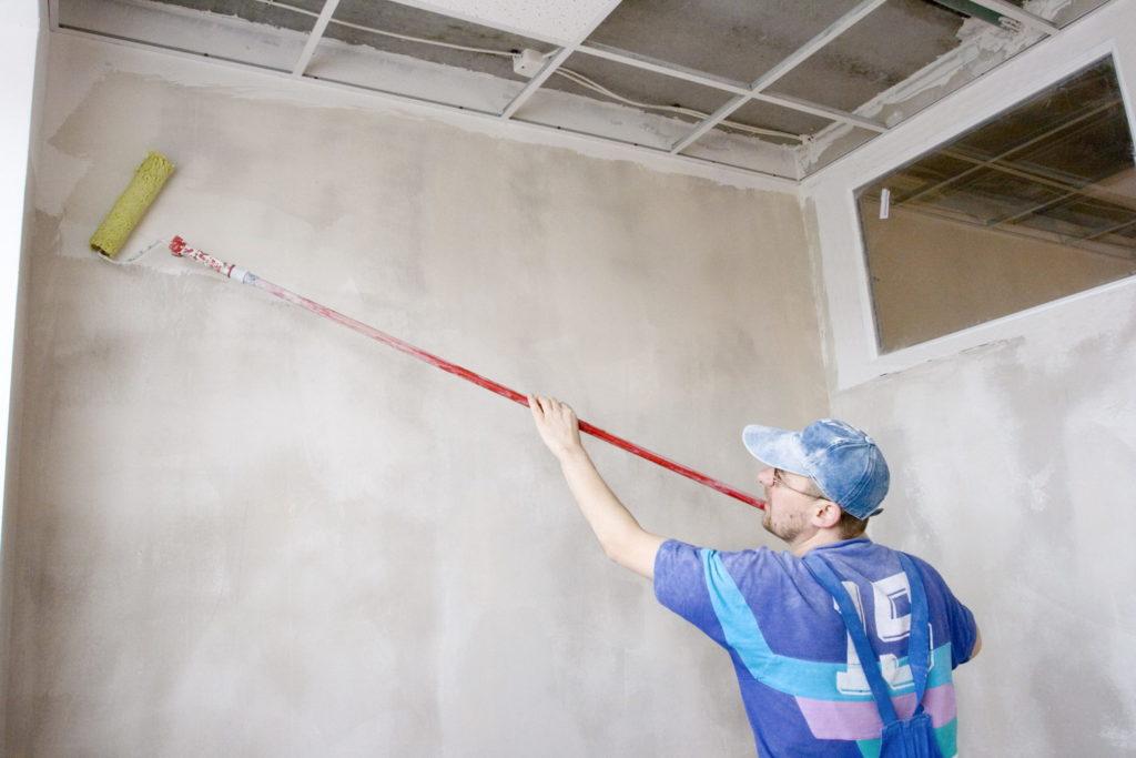 Грунтовка стен перед покраской