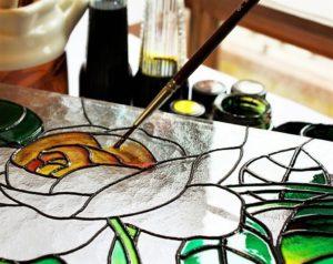 Особенности нанесения витражной краски